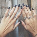 На каком пальце носить кольцо: обручальное, помолвочное и  обычное